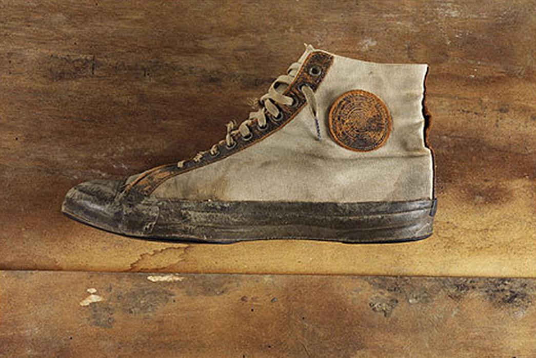 коммунисты фото первых кроссовок тело константина