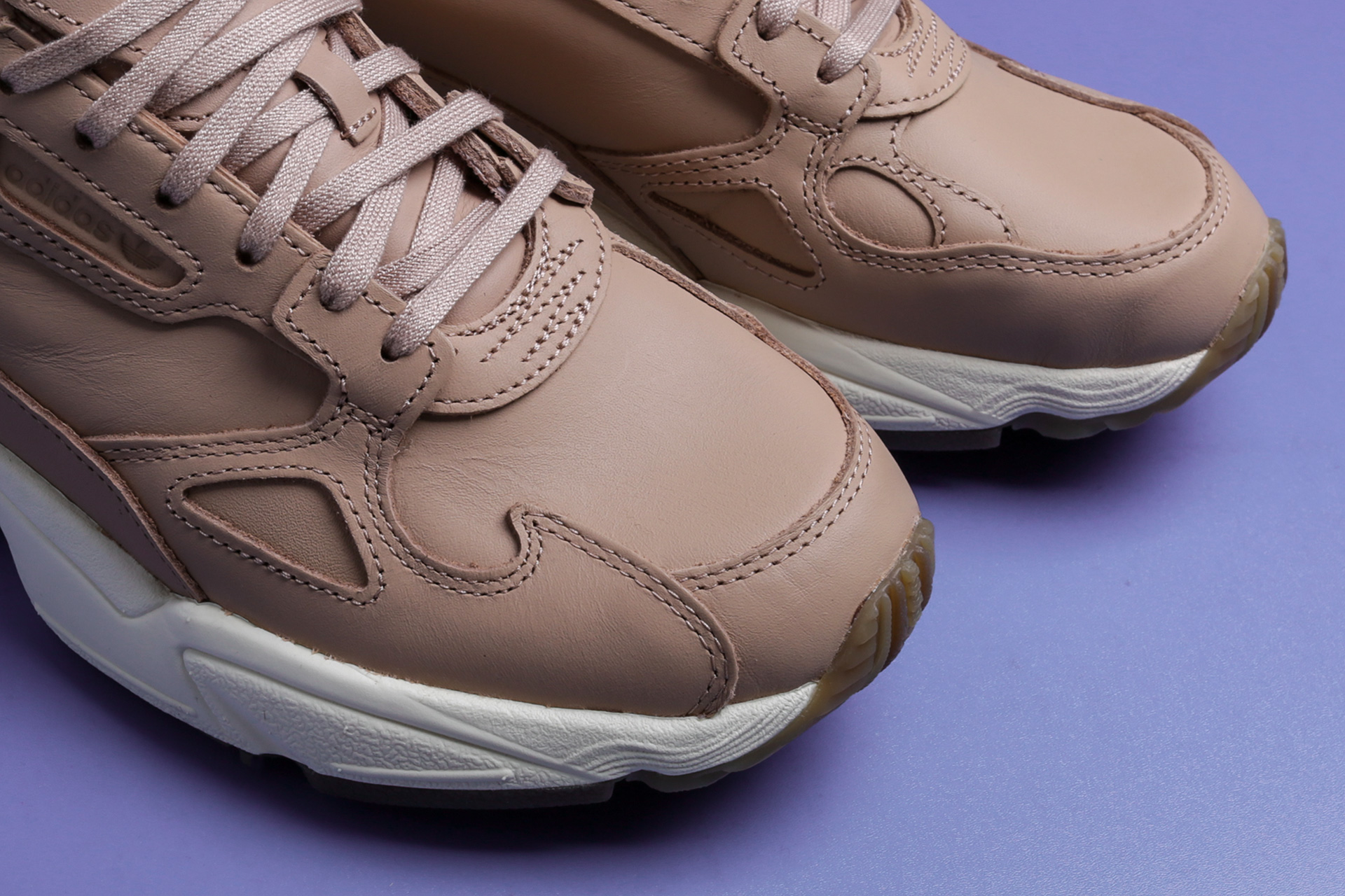online store a1a90 0092c ... Купить женские бежевые кроссовки adidas Originals Falcon W - фото 3  картинки ...