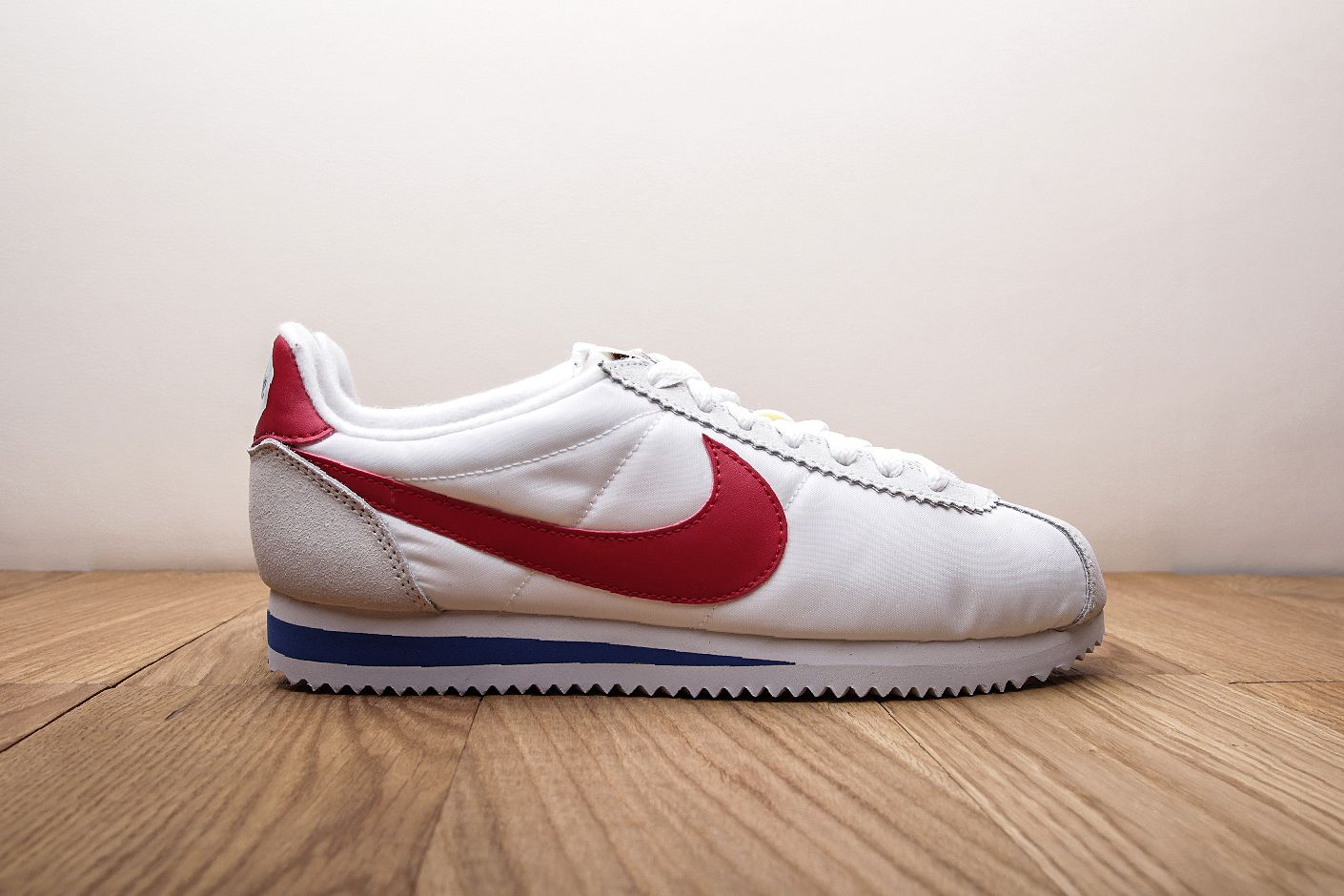 d4bba3de Купить белые мужские кроссовки Classic Cortez Nylon Prem QS от Nike ...