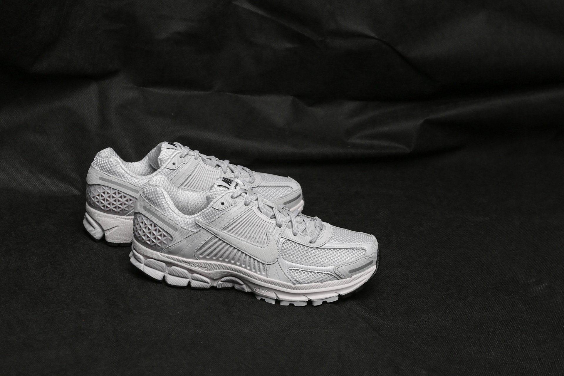 official photos 8271f da0b9 Купить мужские серые кроссовки Nike Zoom Vomero 5 SP