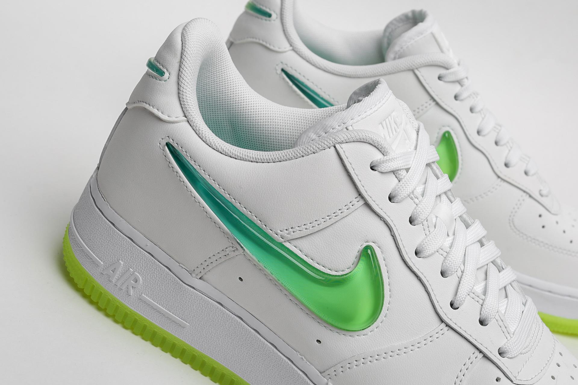 e32393b5 ... Купить мужские белые кроссовки Nike Air Force 1 '07 PRM 2 - фото 4  картинки ...