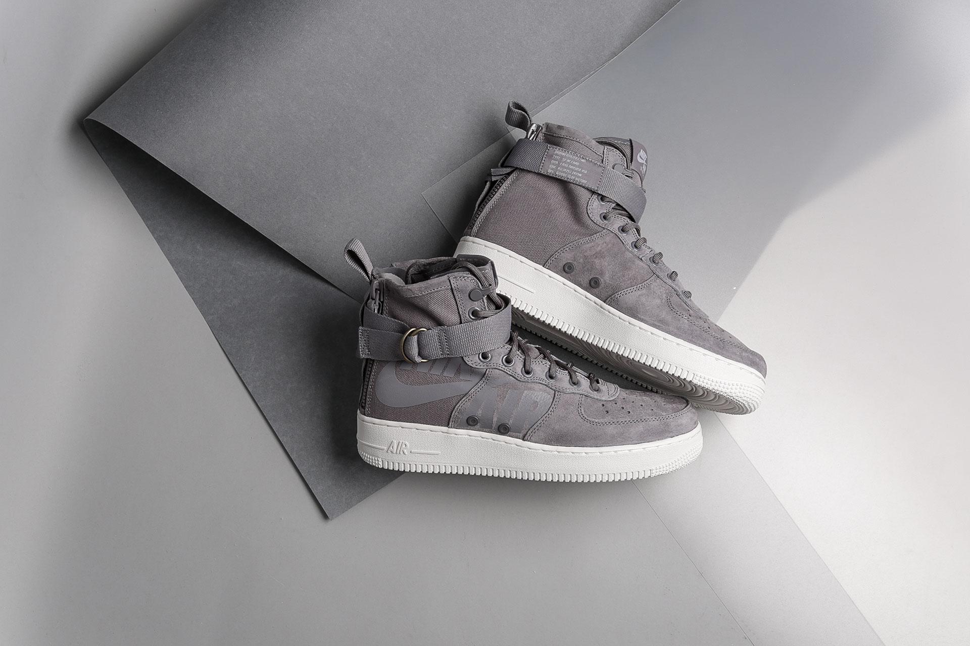 00f534f6 Купить серые мужские кроссовки SF Air Force 1 Mid от Nike (917753 ...