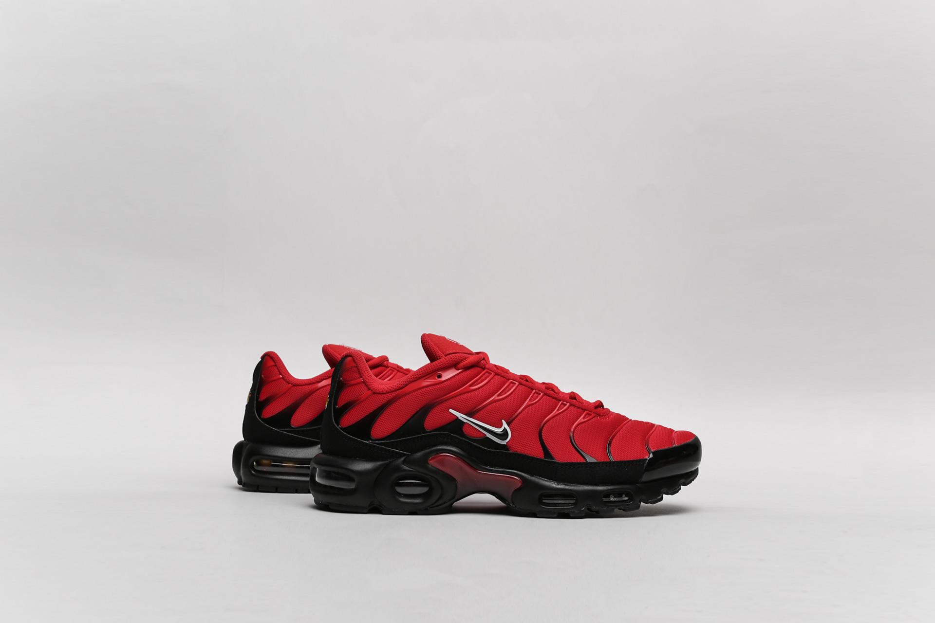 098fe68d Купить красные мужские кроссовки Air Max Plus от Nike (852630-603 ...
