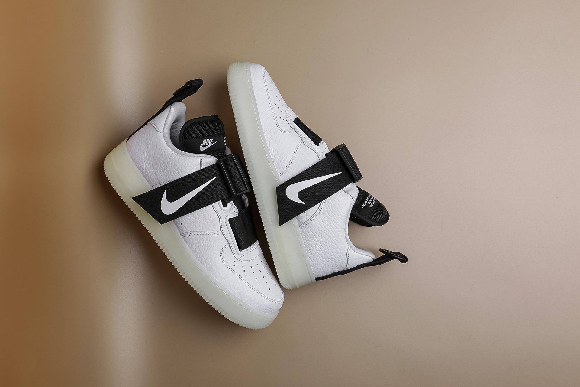 cdbb7cbc Купить белые мужские кроссовки Air Force 1 Utility QS от Nike ...