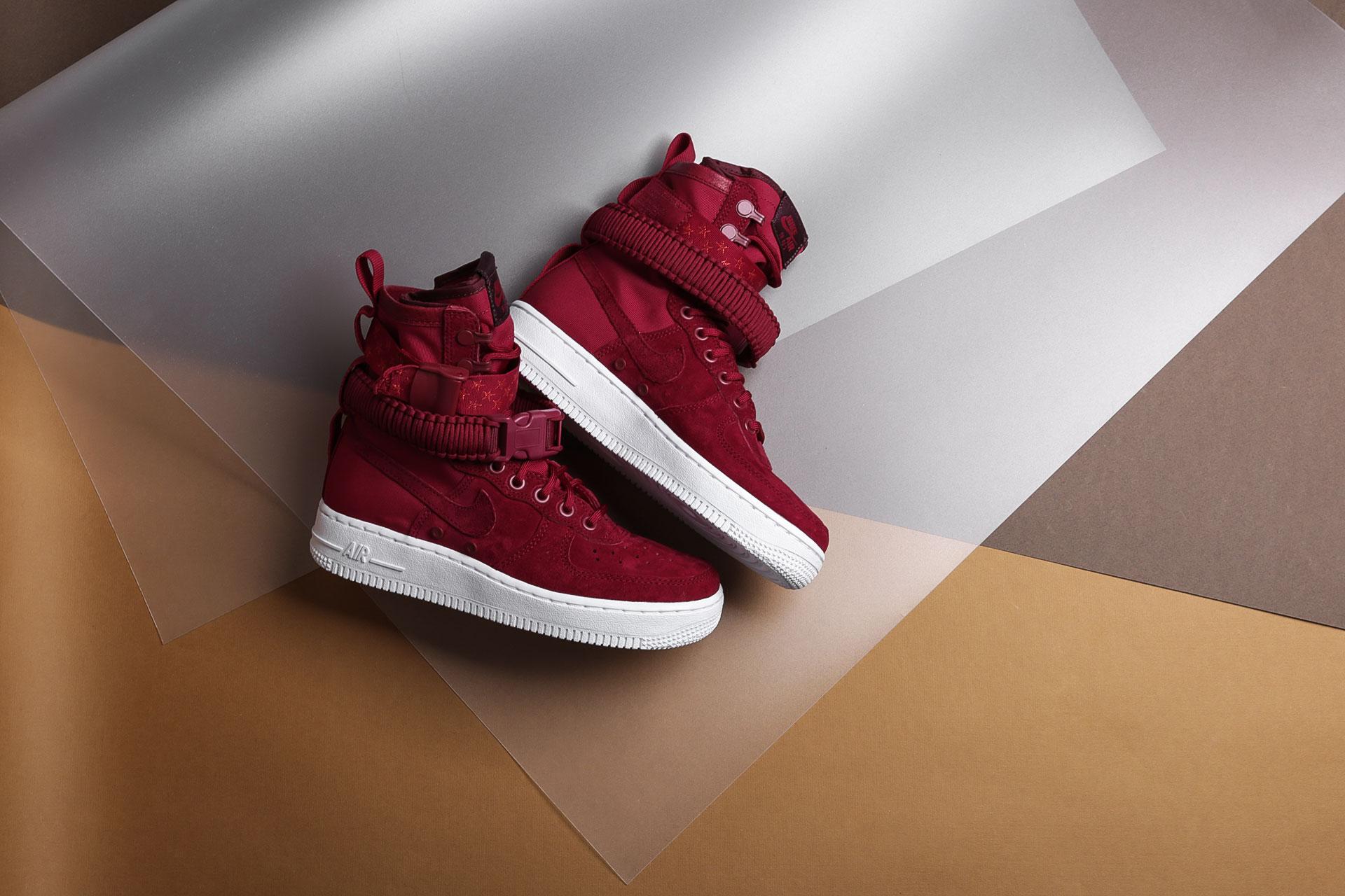 c85db66e Купить бордовые женские кроссовки WMNS SF Air Force 1 от Nike ...