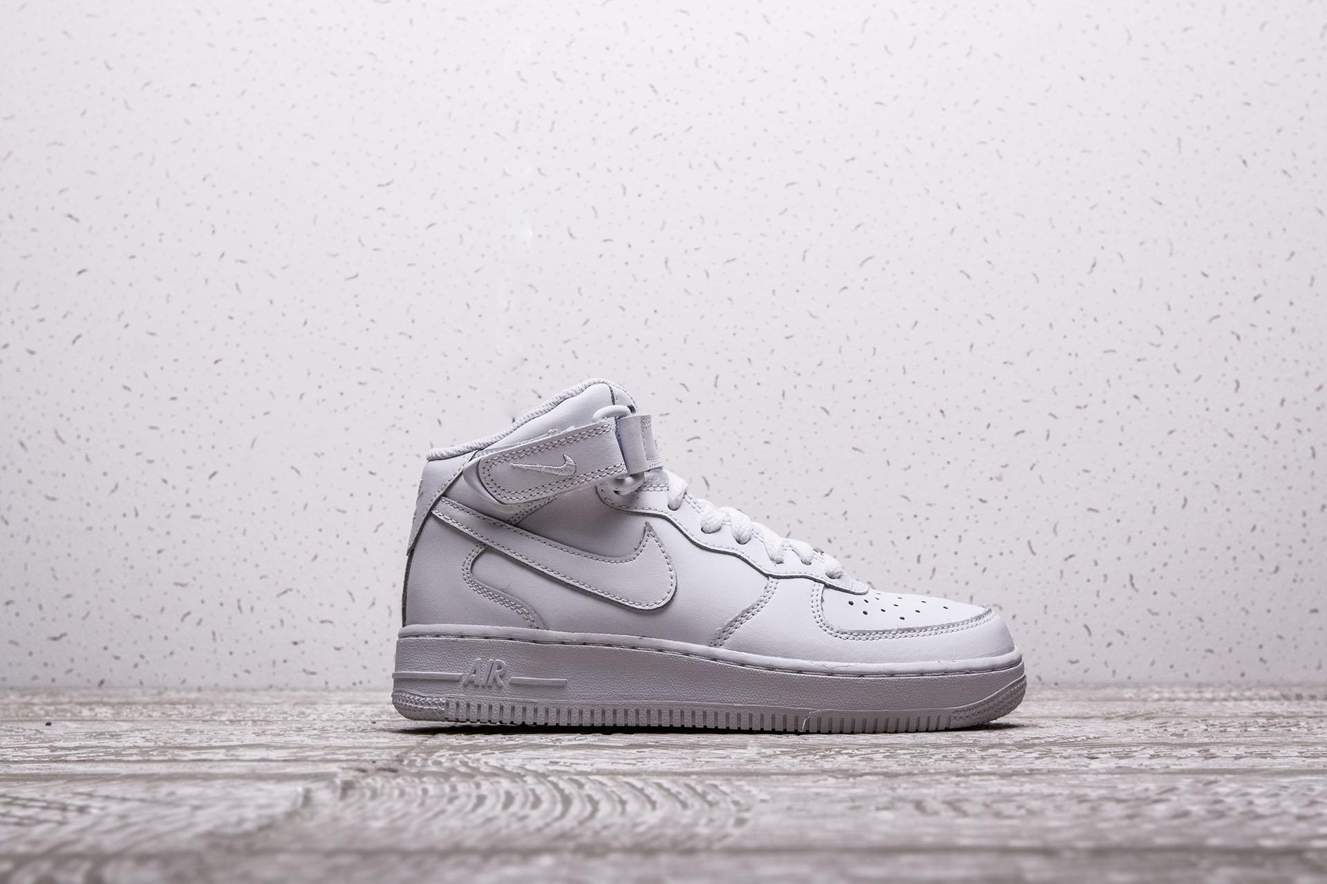 eb8eafb0 Купить белые детские кроссовки Air Force 1 Mid GS от Nike (314195 ...
