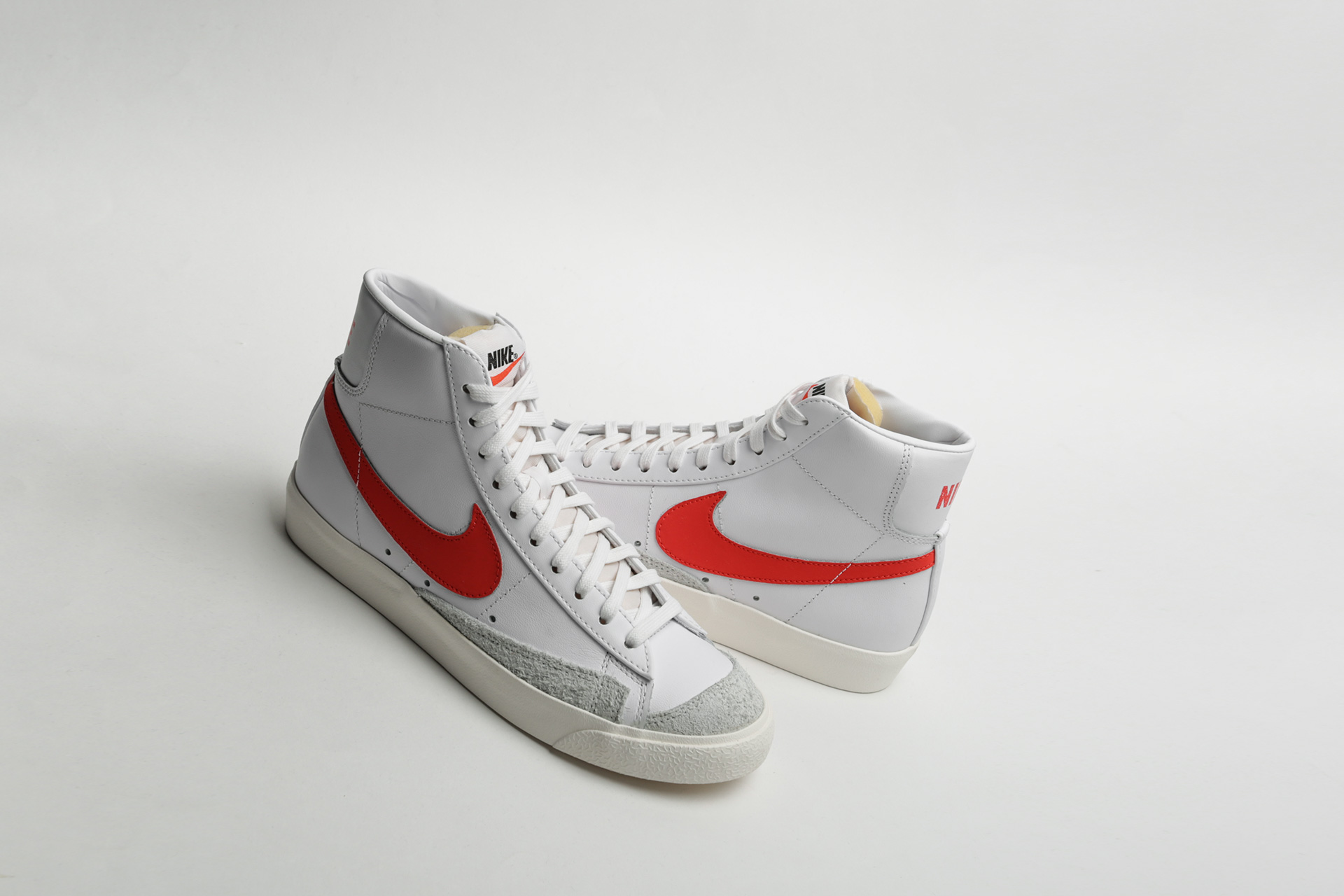b3a1b533 Купить белые кроссовки Blazer Mid '77 VNTG от Nike (BQ6806-600) по ...