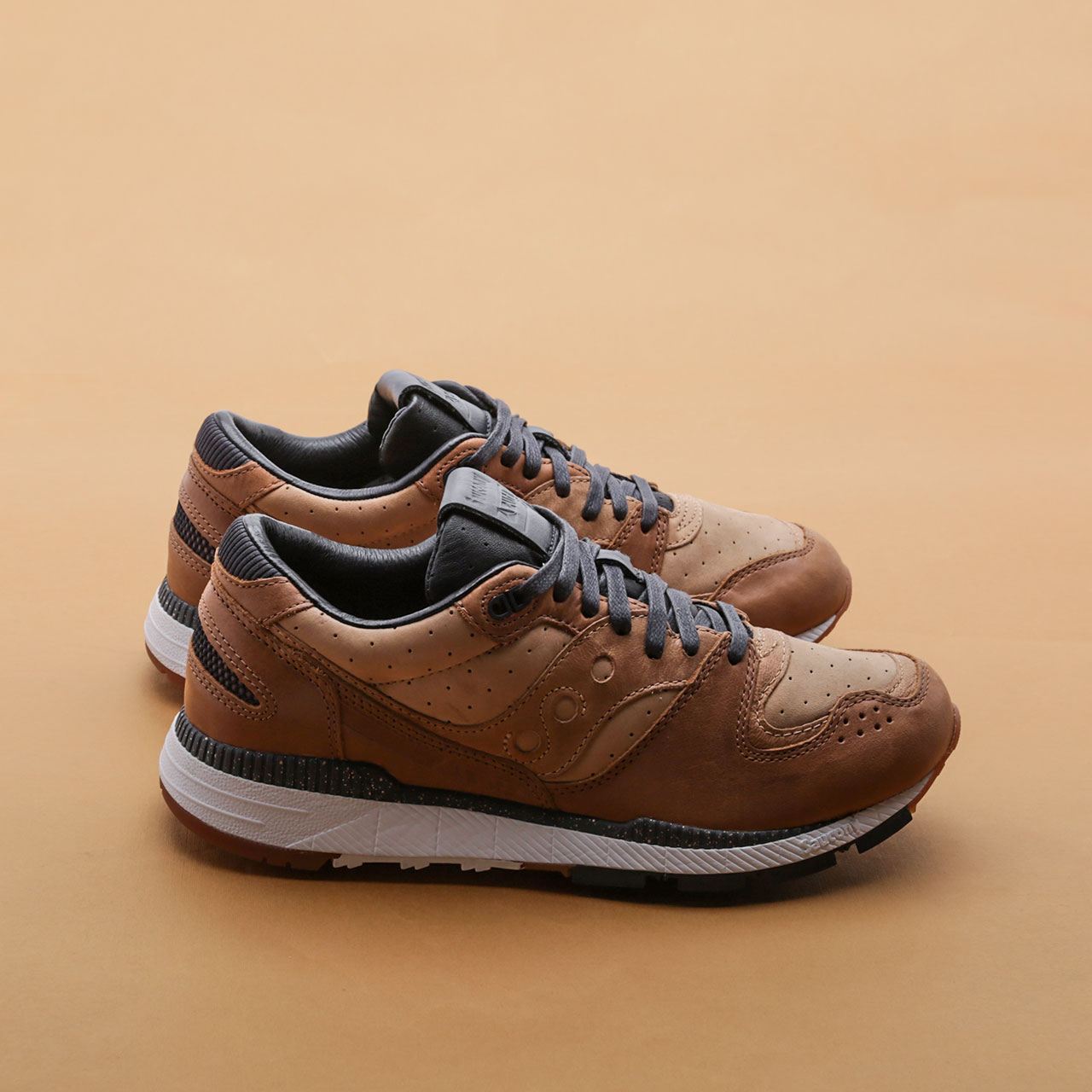 Кроссовки Saucony Azura Leather