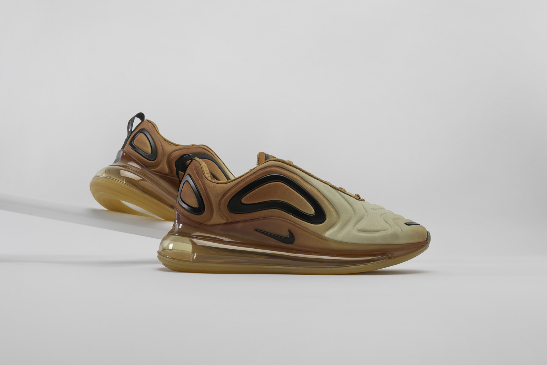 cd662e80e83c2 Купить бежевые мужские кроссовки Air Max 720 от Nike (AO2924-700) по ...