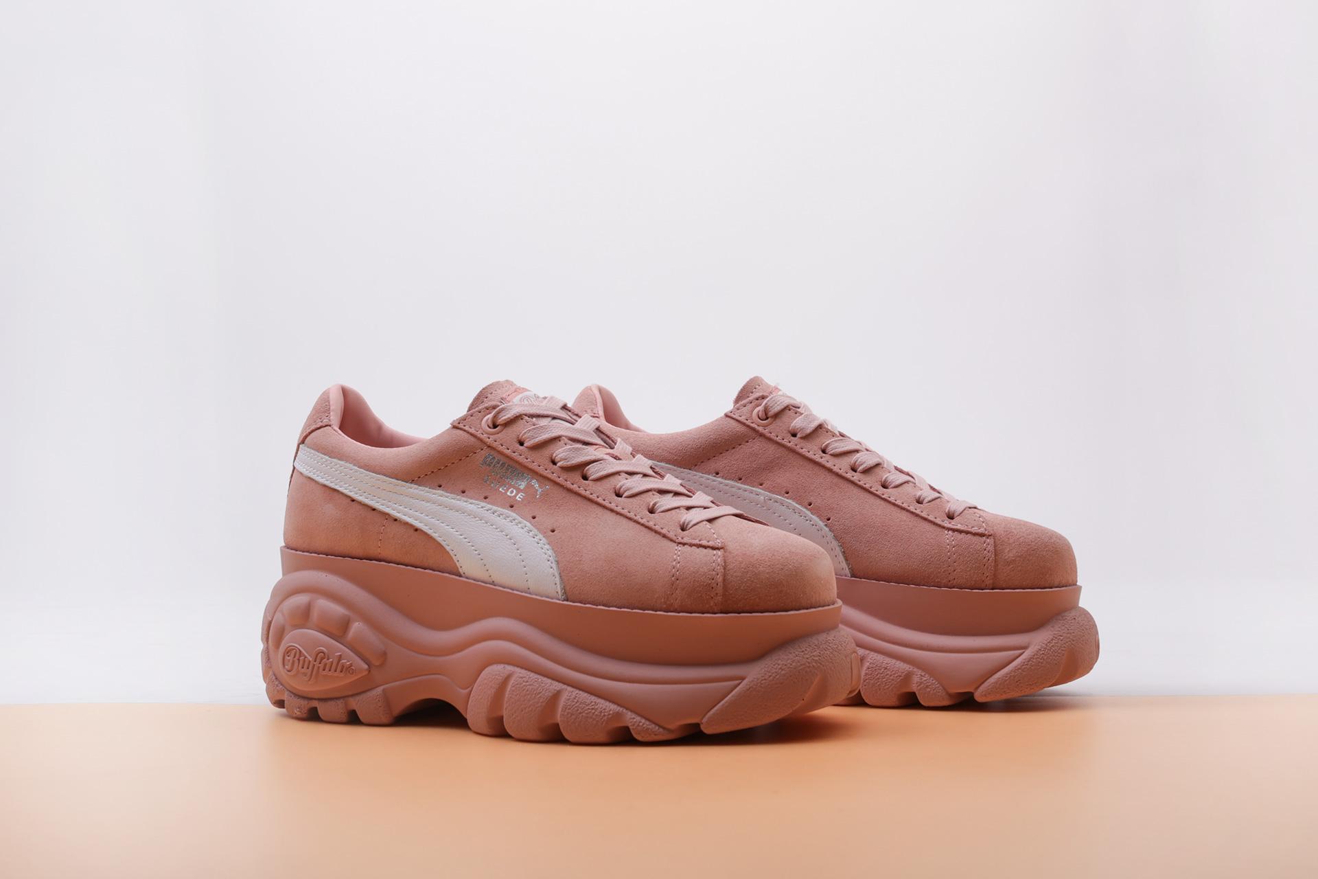 c1c9cd4e Купить розовые женские кроссовки Suede Classic x Buffalo от PUMA ...