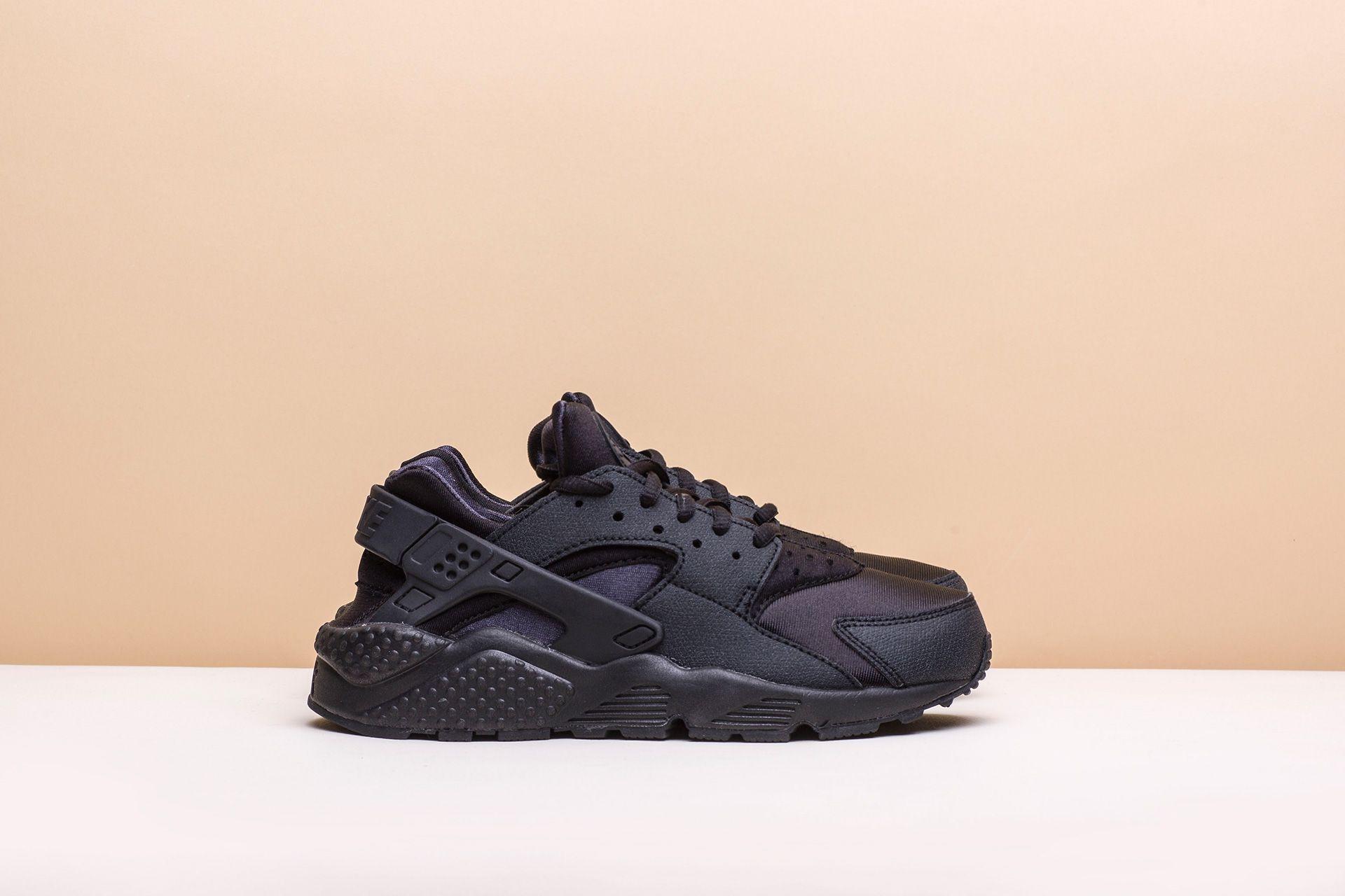 3bee78d1 Купить черные женские кроссовки WMNS Air Huarache Run от Nike ...