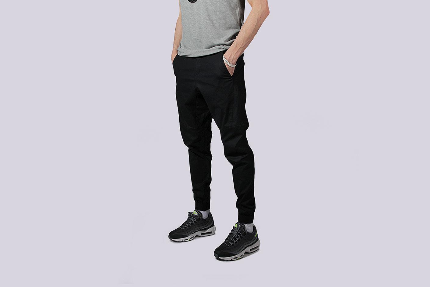 040e2862e85a ... Мужские чёрные брюки Nike Bonded Jogger Pants - фото 2 картинки ...