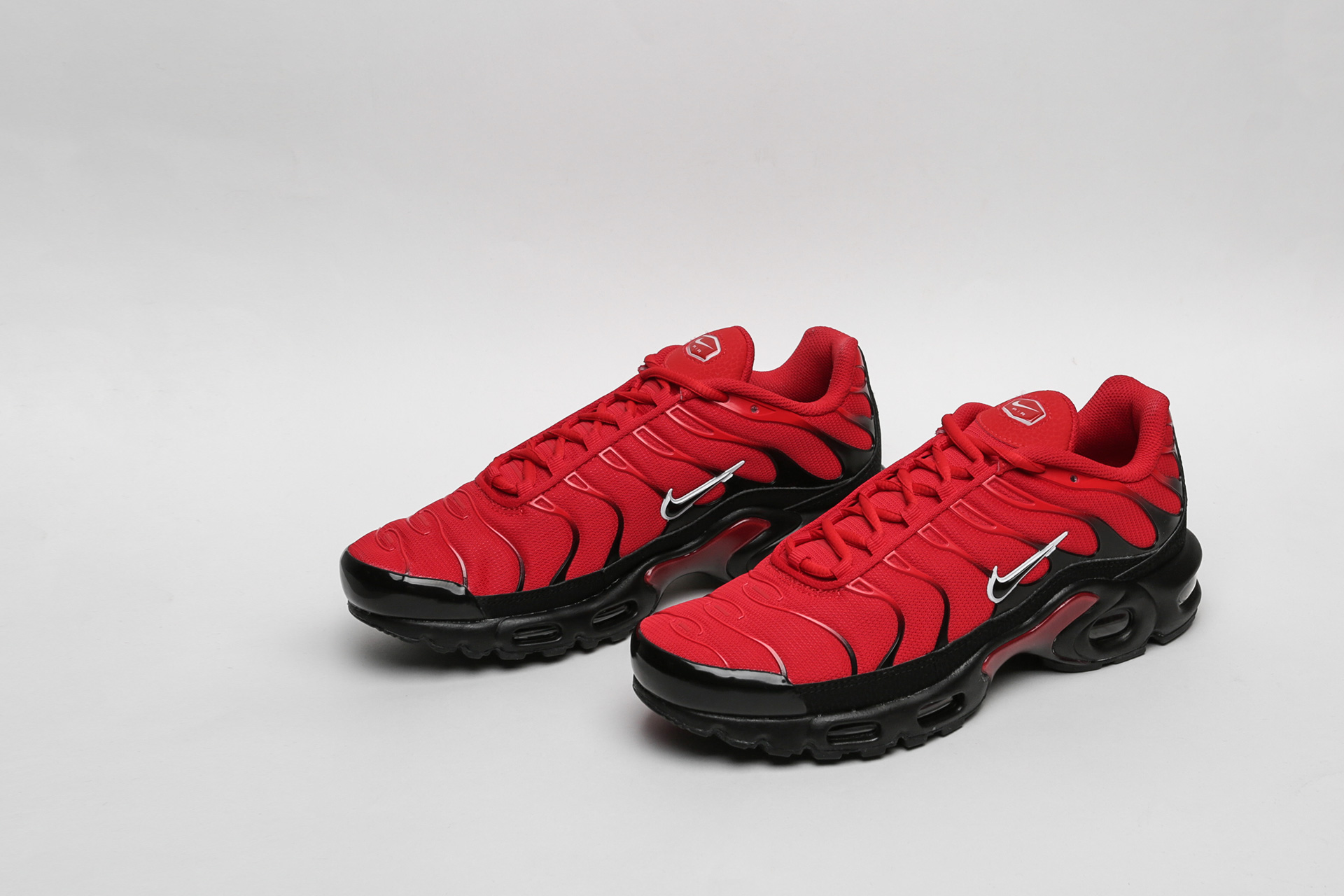 04aa4115 ... Купить мужские красные кроссовки Nike Air Max Plus - фото 4 картинки ...