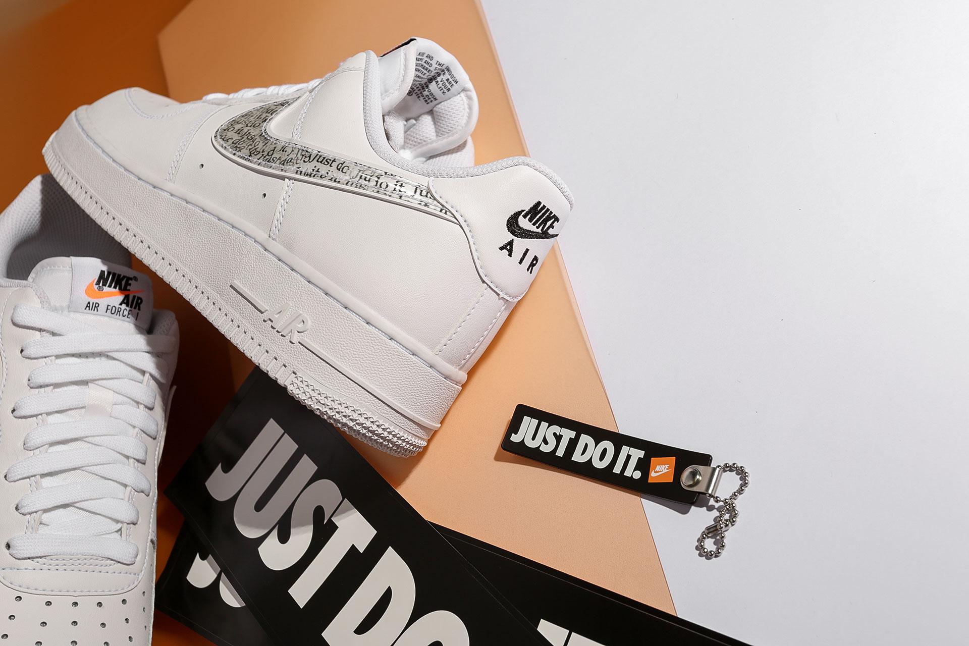 55da5bf9 ... Купить мужские белые кроссовки Nike Air Force 1 '07 LV8 JDI LNTC - фото  2 ...