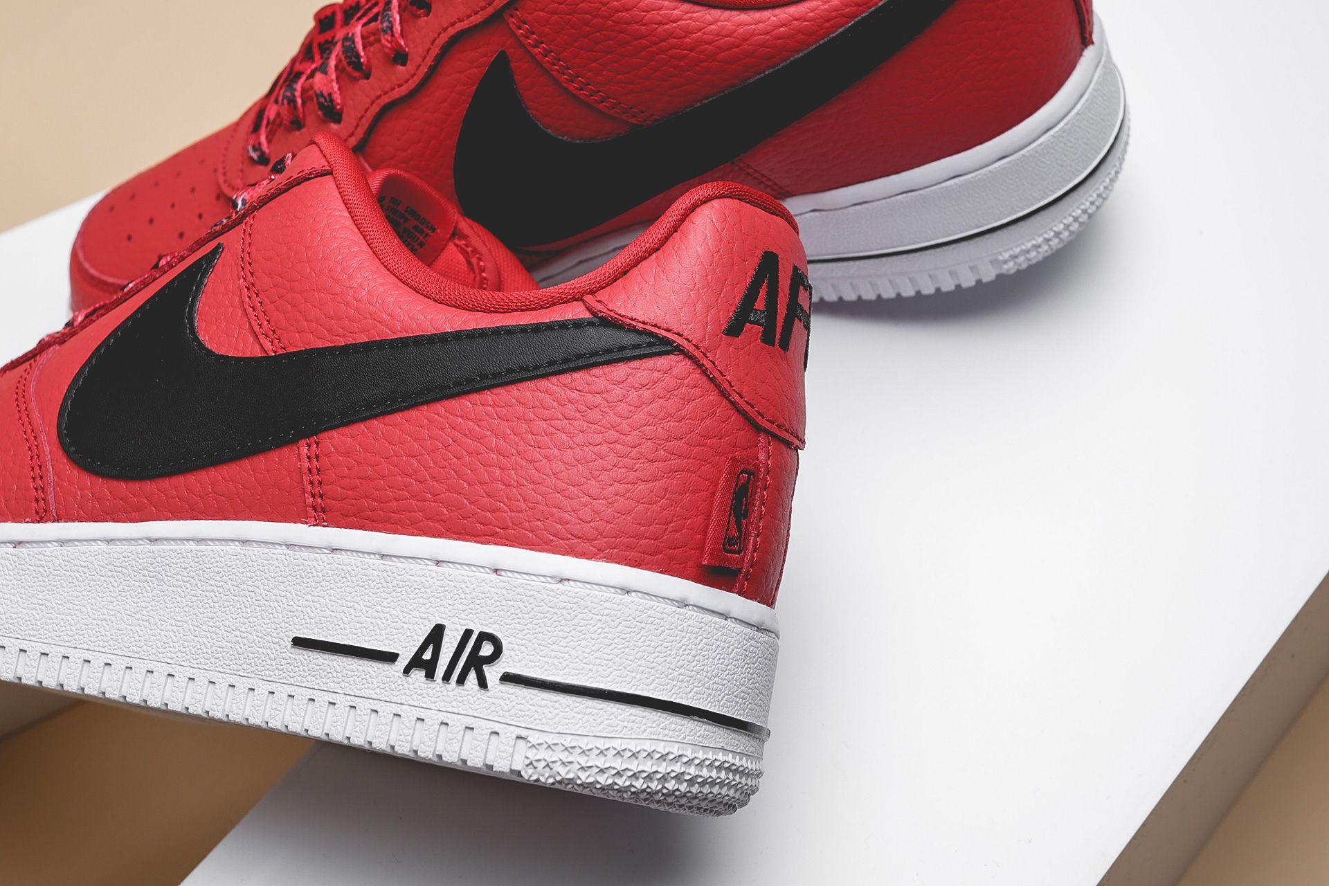e8a24454 ... Купить мужские красные кроссовки Nike Air Force 1 '07 LV8 - фото 2  картинки ...