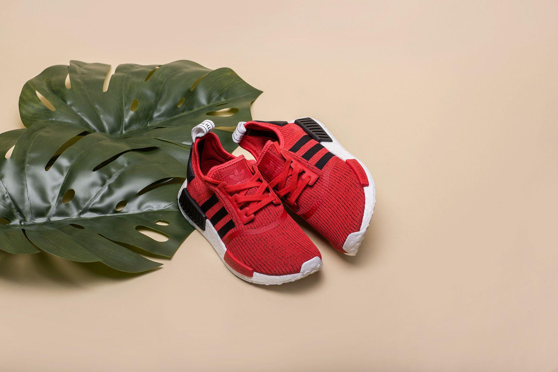reputable site ad64d ef06d Купить красныые мужские кроссовки NMD R1 от adidas Originals ...