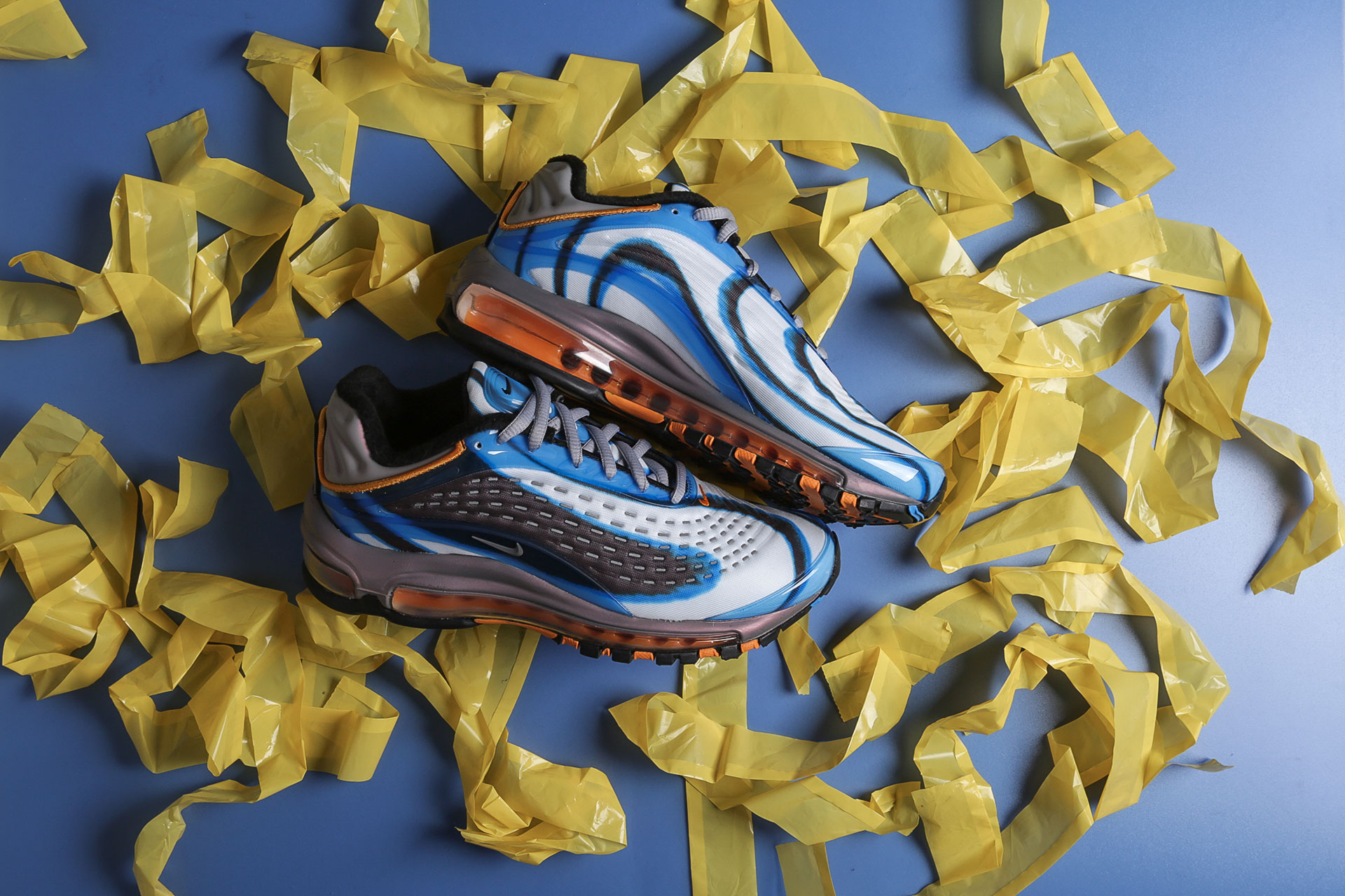 961ff6a1 Купить мультиколые женские кроссовки WMNS Air Max Deluxe от Nike ...