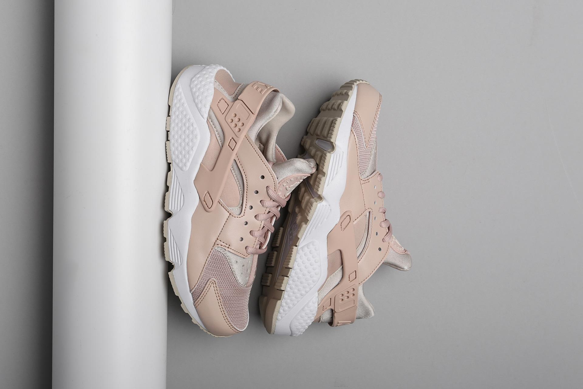 on sale 6fc0b 9ed66 Купить женские бежевые кроссовки Nike WMNS Air Huarache Run