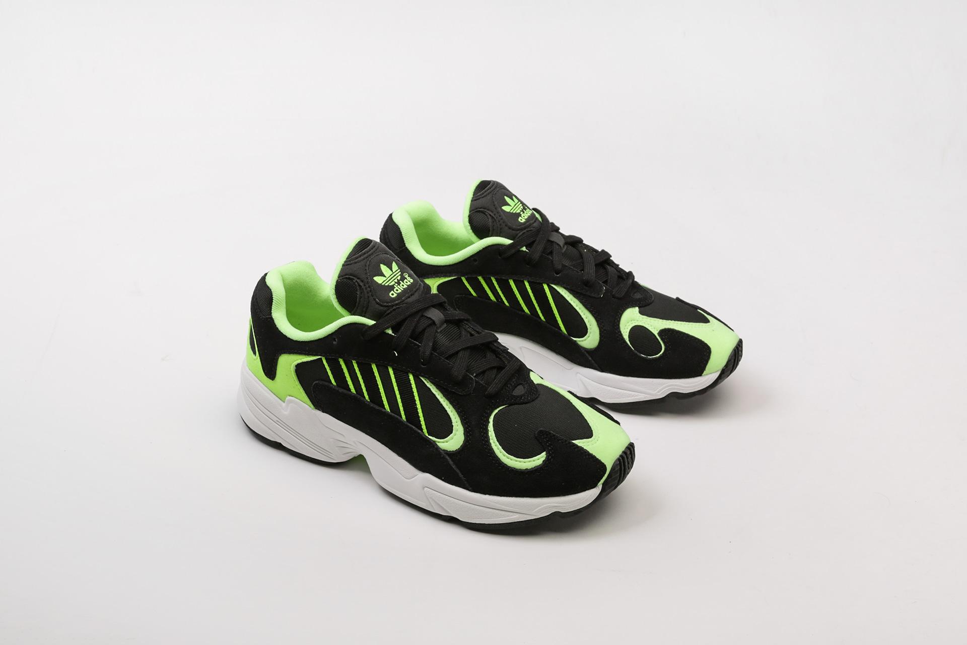 b4a2df8c Брендовая обувь в интернет-магазине Sneakerhead