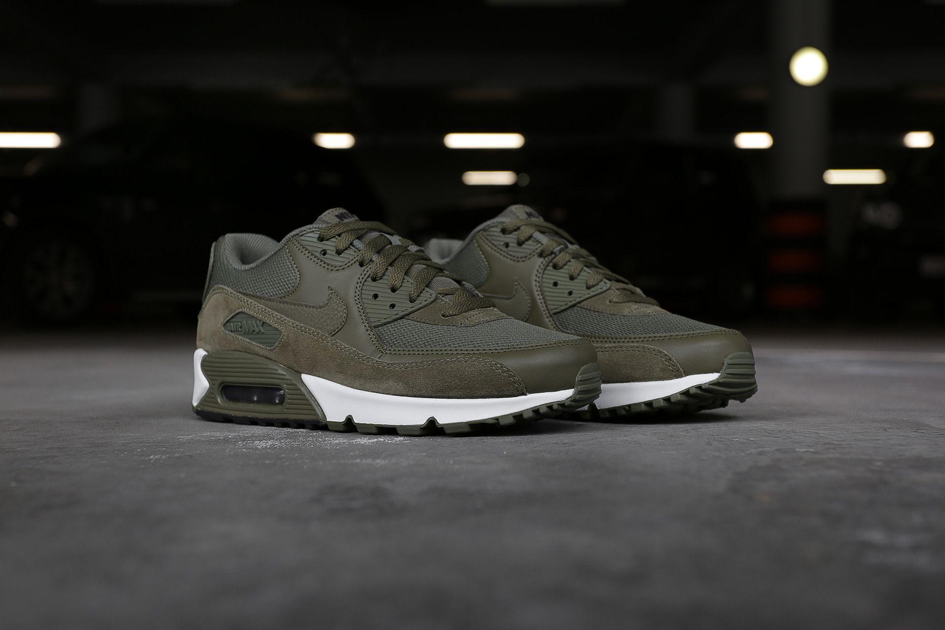 06d9418b Купить зеленые мужские кроссовки Air Max 90 Essential от Nike ...