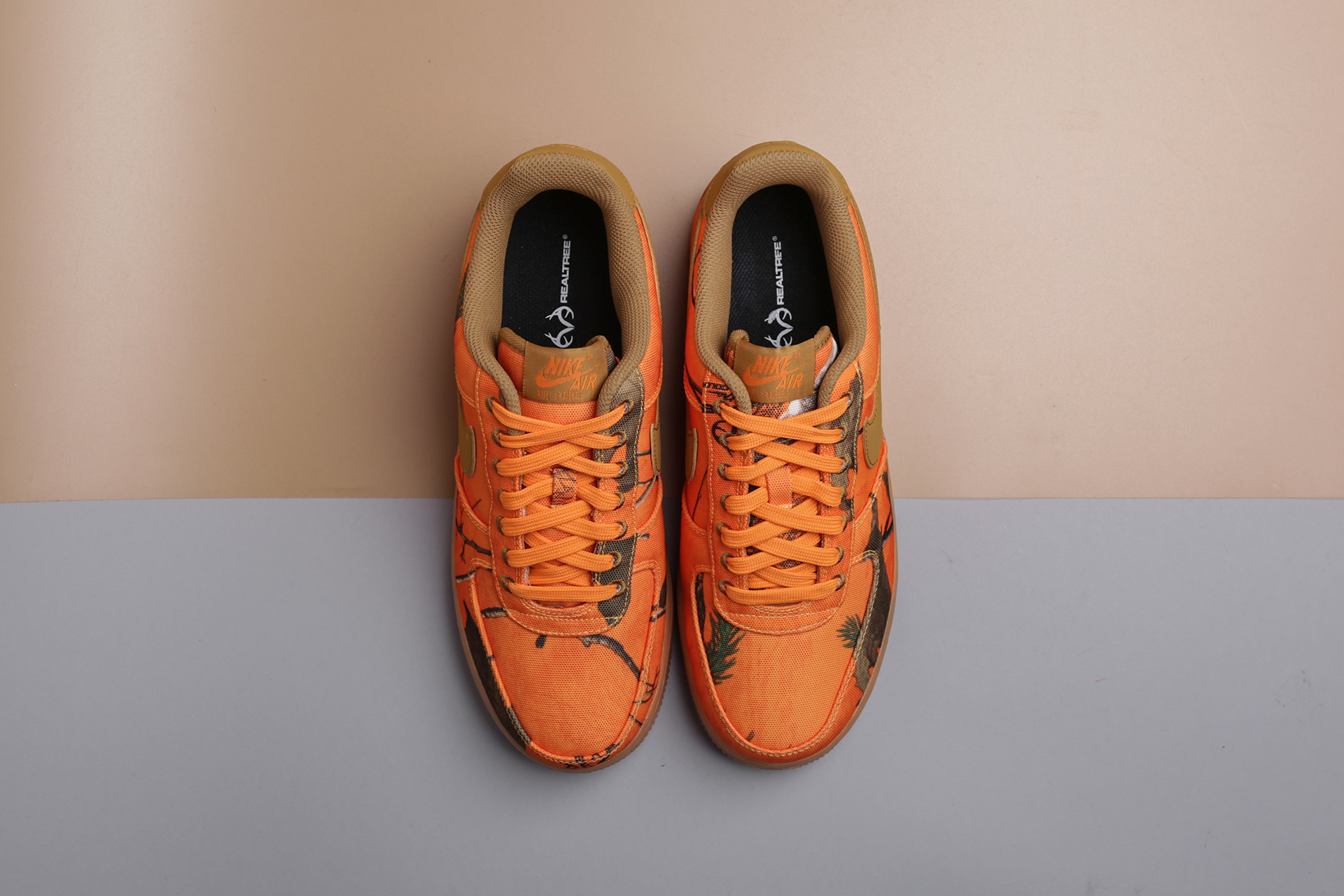 new product 9a7f7 39e9d ... Купить мужские оранжевые кроссовки Nike Air Force 1 07 LV8 3 - фото 2  картинки ...